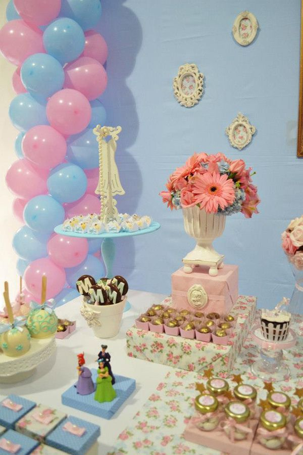 cinderella themed birthday party supplies ideas planning cake idea anniversaire th me. Black Bedroom Furniture Sets. Home Design Ideas