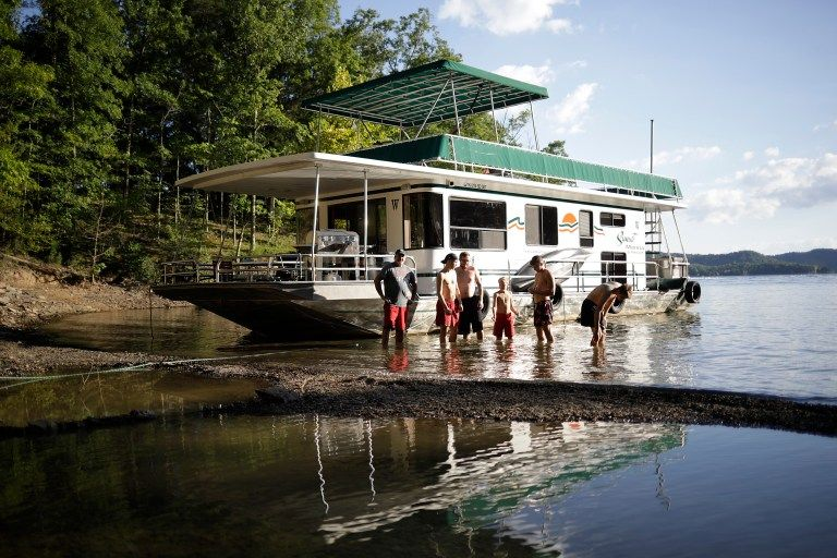 Our dale hallow lake houseboat adventure jb tols in
