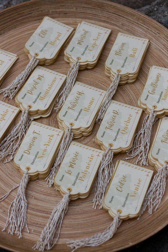"""Marque-place en étiquette à bagage, pour dîner de mariage, """"Voyage Vintage"""" or et ivoire"""