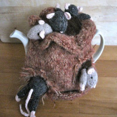 Tea cosy with little mice.