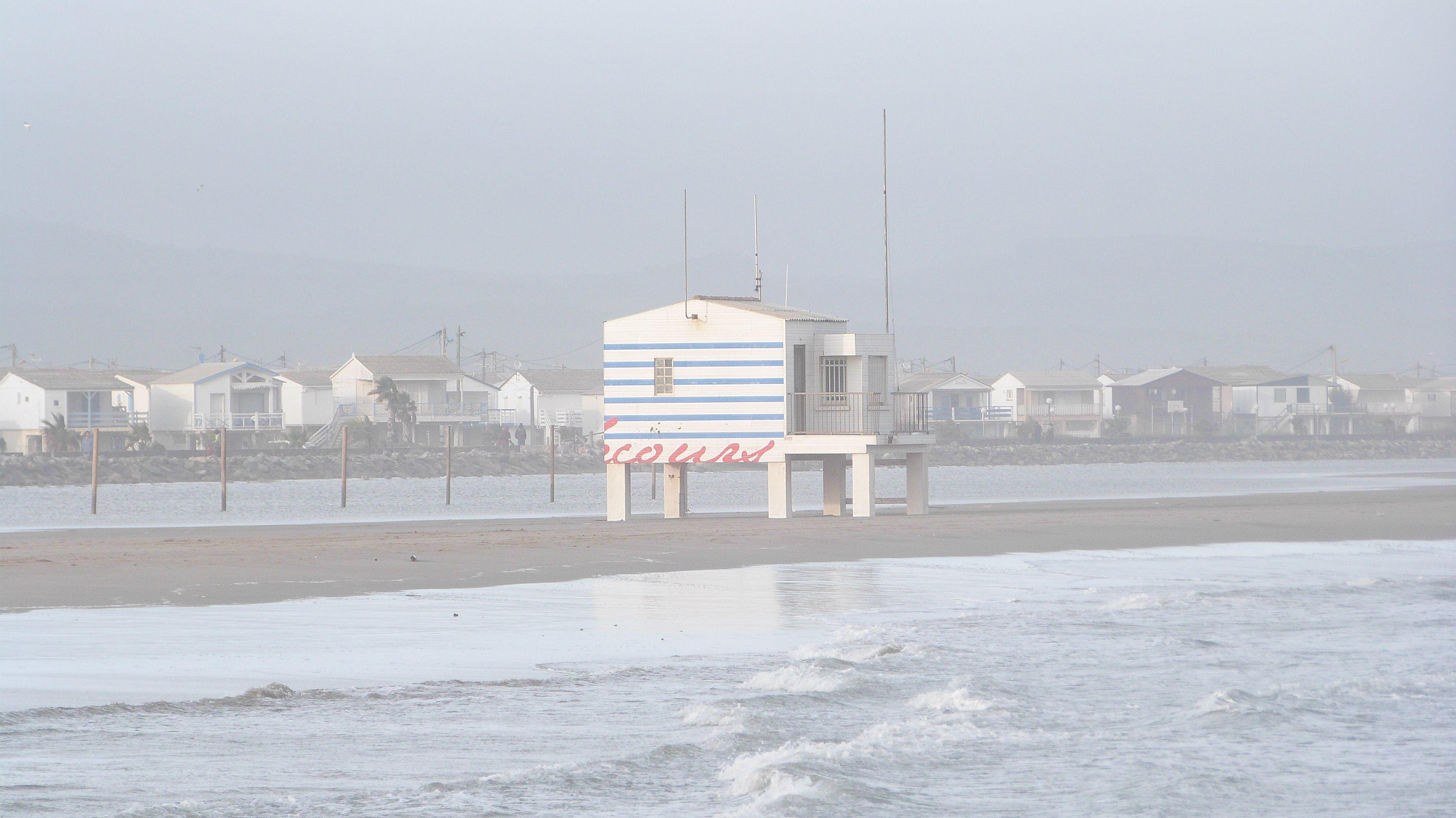 Plage Des Chalets A Gruissan plage des chalets à gruissan envahie par les eaux. merci béa