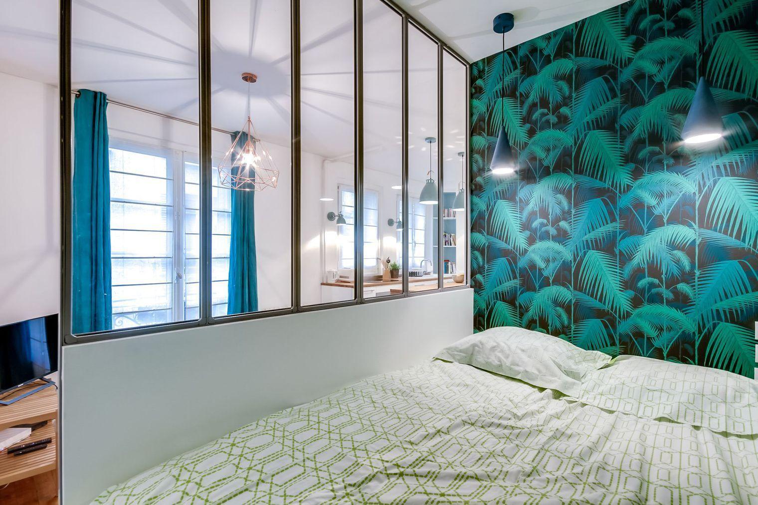 Papier Peint Palm Jungle Dans Une Chambre, En Vente Chez Au Fil Des Couleurs .