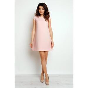 Femme avec robe courte