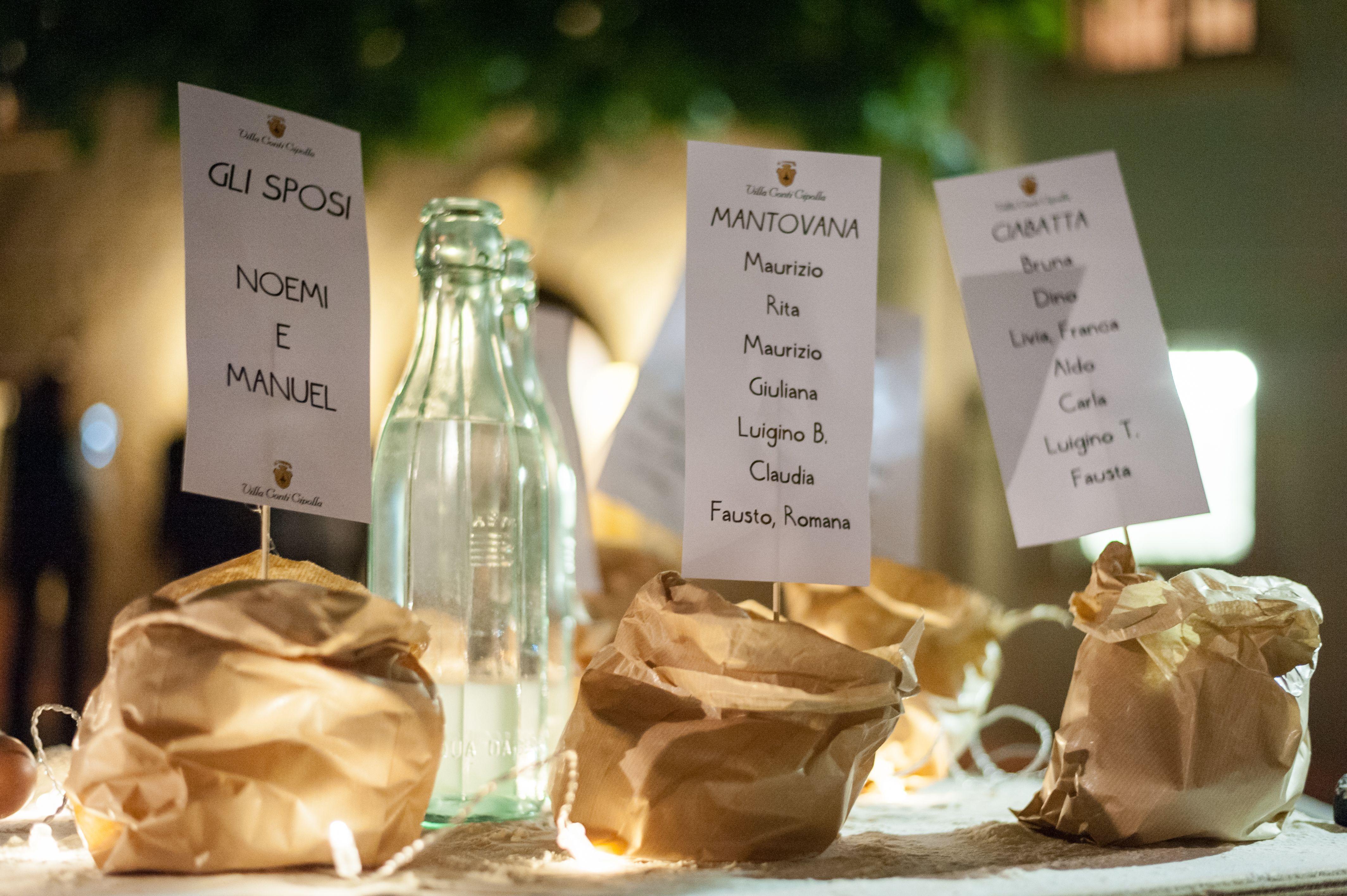 Un Originale Tableau De Mariage Creato Con Diverse Forme Di Pane Wedding Decoration Mariage Matrimoni Unici Matrimonio