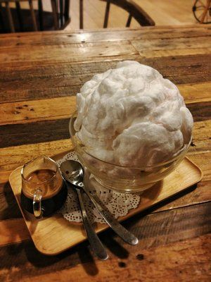 Snow Affogato At Cafe Maji In Arcadia California It S Cotton Candy On The Outside Ice Cream On The Inside And Espresso For Pouri Sweet Tooth Ice Cream Food