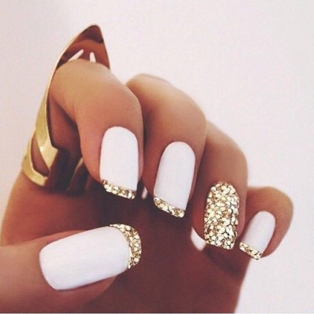 White And Gold Nails Fashion Nails Nail Pretty Nail Art Nail Ideas Nail Designs White Nails Mani White Glitter Nails French Tip Nail Designs Matte Nails Design