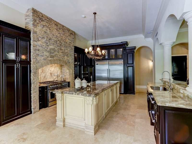 traditional kitchen with rocky mountain granite countertop