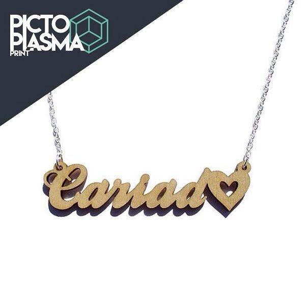 1cf367b53215 Idea de regalo  Collares personalizados con los nombres de los novios para  usar cada quien