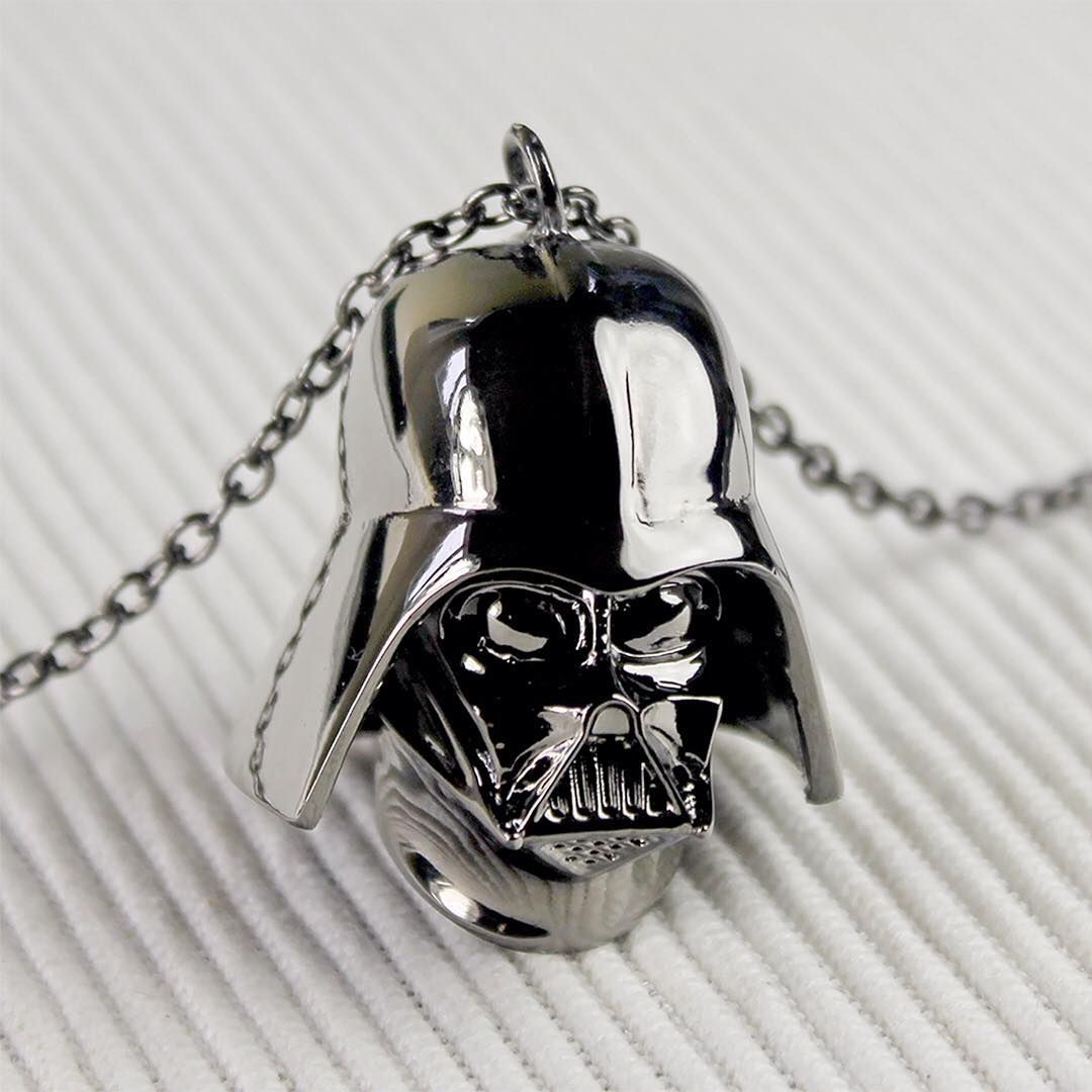Love And Madness x Star Wars 3D Darth Vader long chain necklace ⭐️ Star Wars fashion ⭐️ Geek Fashion ⭐️ Star Wars Style ⭐️ Geek Chic ⭐️