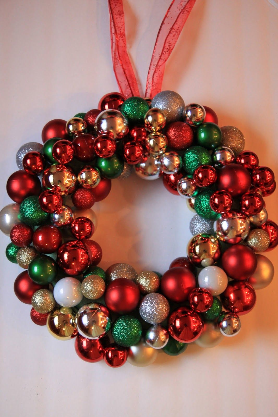 Watch Out For The Woestmans Christmas Bulb Wreath Tutorial Christmas Wreaths Diy Christmas Wreaths Christmas Bulbs