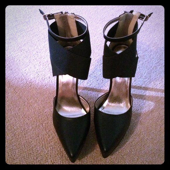 Brand new black pumps Heel - 5 inches. Super sexy and stylish pumps. Has lots of ankle support. Never worn, perfect condition. Greg for going out, for work or with jeans! Will fit an 8! Real leather. Lulu's Shoes Heels