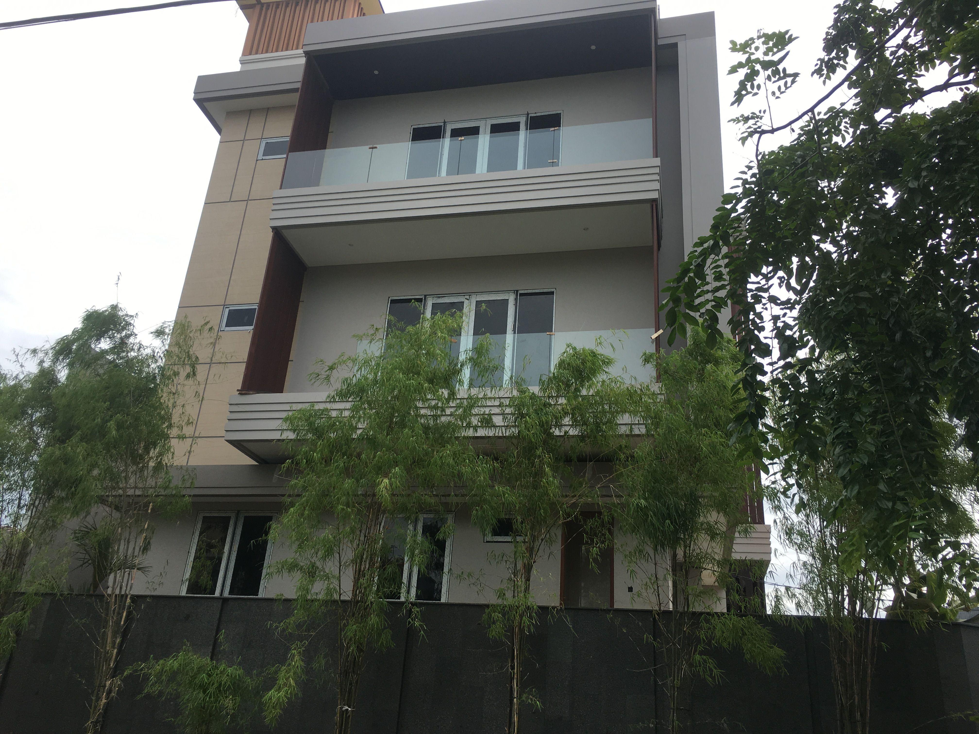 Desan balkon minimalis ini bikin rumah terlihat elegant!  #designinterior #rumahmodern #design #aesthetic #jasakaca #interior #kacaruma #kacarumah #jakarta #inspirasicafe #minimalis #desainrumahminimalis #eksterior #kacarumahminimalis #kacarumahminimalis #desaininteriorrumah #dekorumahyuk #desainrumahidaman #rumahfavorit #dekorrumah #estetik #17agustus #balkonrumah #balkonrumahminimalis #inspirasibalkon