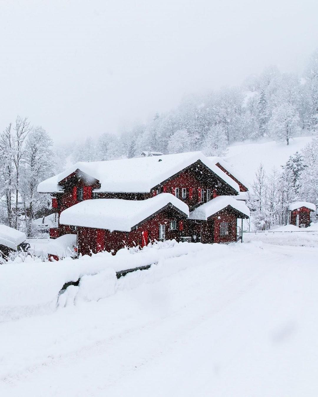 """Travel + Leisure sur Instagram: """"L'hiver est un moment incroyable pour visiter l'Europe, vous pouvez donc profiter de prix moins chers, de moins de foules et de merveilles hivernales pittoresques.…"""""""