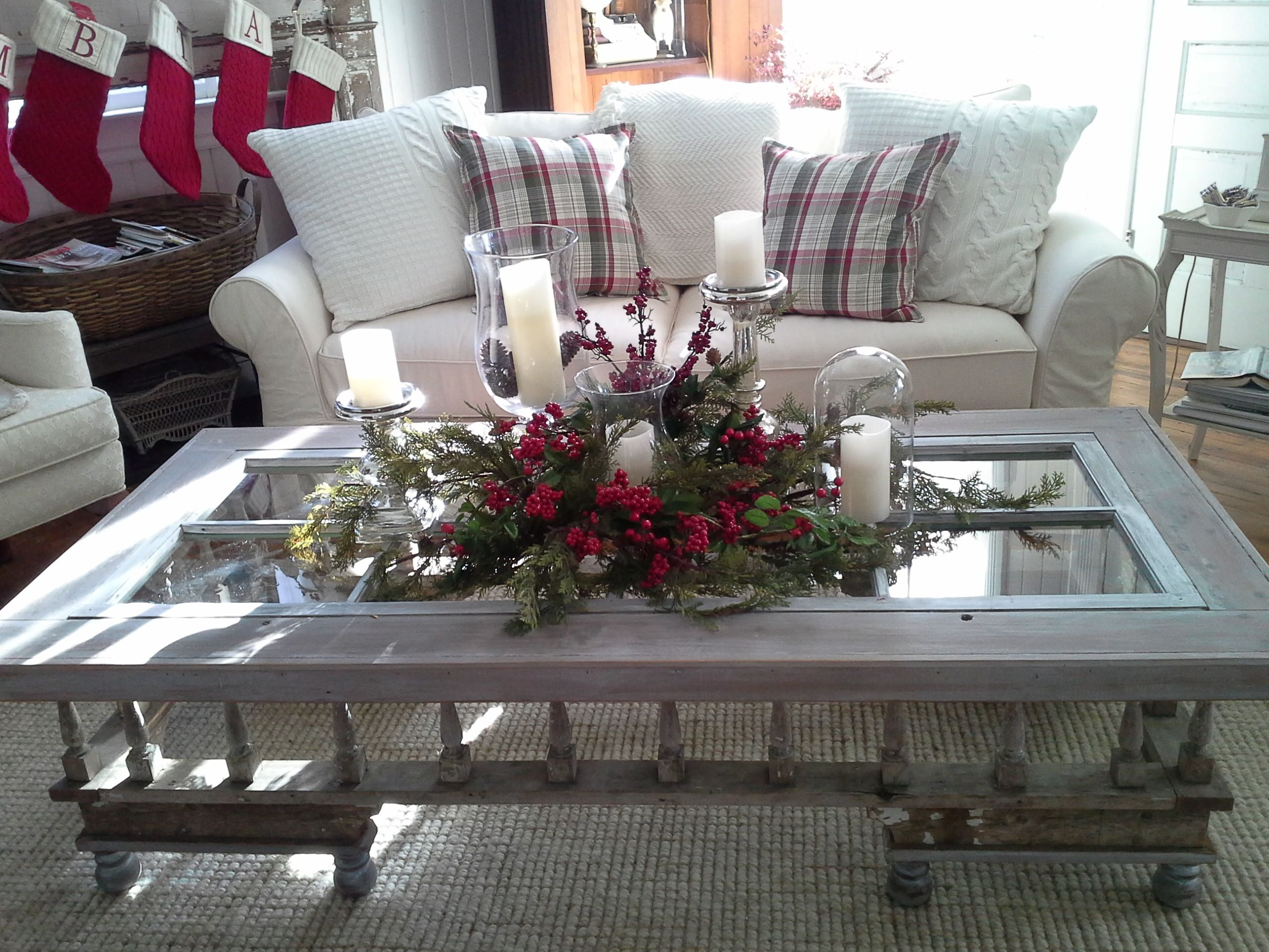 Holiday idea for coffee table | Christmas table decorations