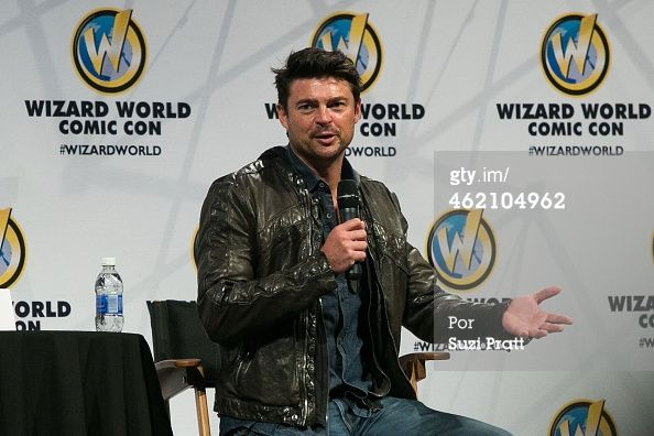 Fotografia de notícias : Actor Karl Urban speaks at Wizard World Comicon...