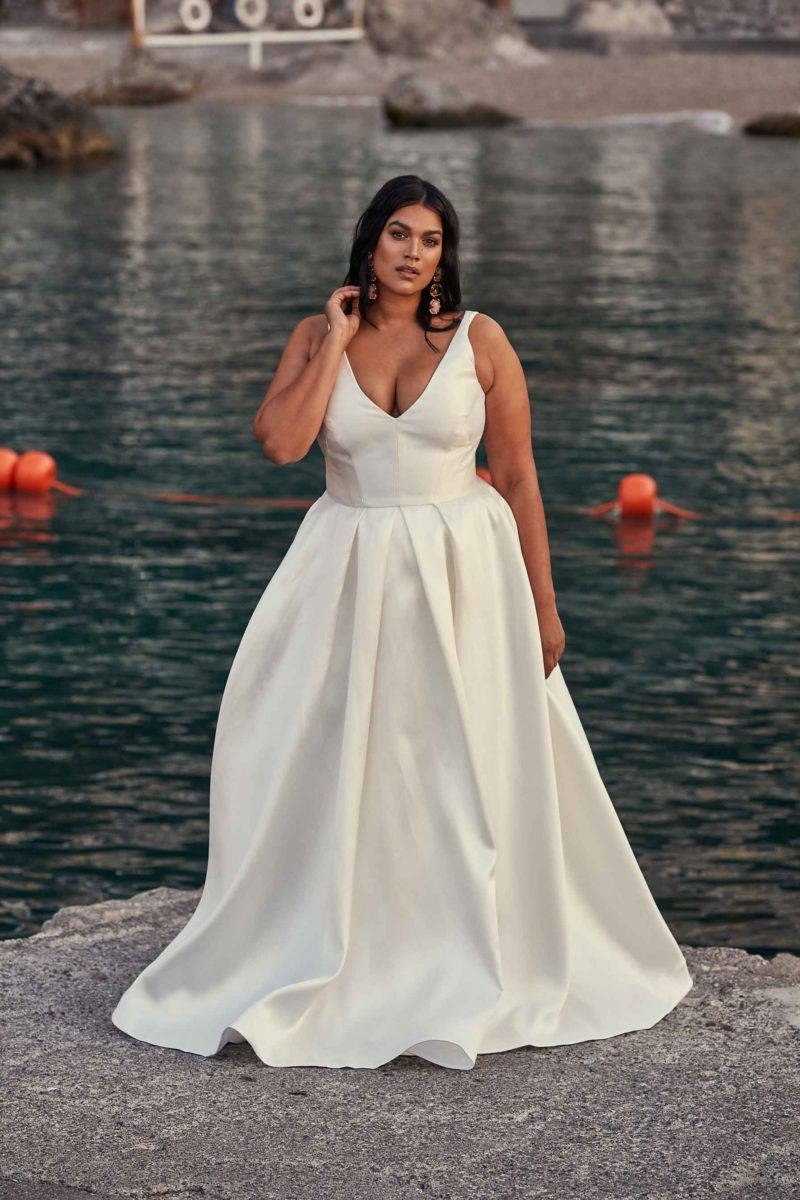 Photo of PLUS SIZE WEDDING DRESS OF THE WEEK | CHOSEN LA BELLA DONNA COLLECTION | CHOSEN BY ONE DAY BRIDAL – The Pretty Pear Bride – Plus Size Bridal Magazine