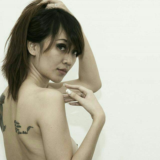 b foto artis flat telanjang