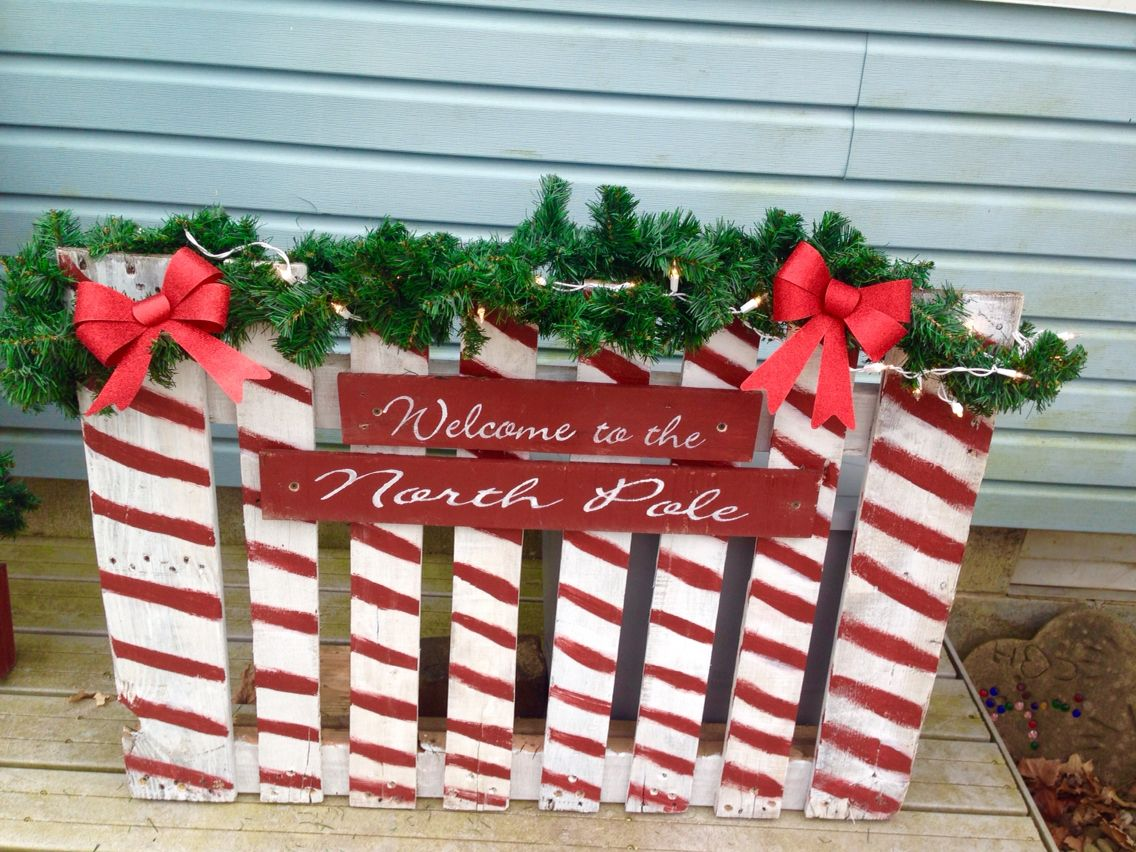 Pallet Christmas Fence I Made For My Porch Woodworking Christmas Ideas Pallet Christmas Christmas Decorations