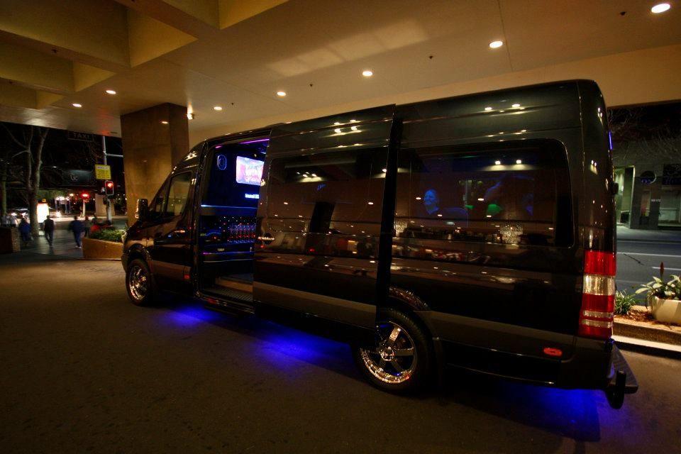 Mercedes Benz Limousine CruiserParty Bus Limoso Australia Http - Mercedes benz limo bus