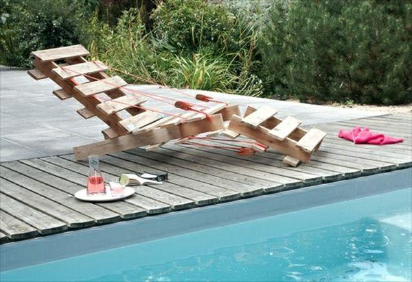 garten mit einem pool und einem liegestuhl aus paletten selber bauen gartenm bel aus paletten. Black Bedroom Furniture Sets. Home Design Ideas