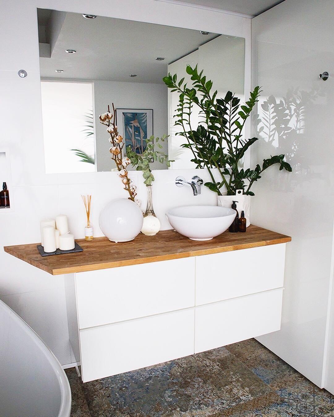 Dieses Badezimmer Ist Einfach Nur Wow Wunderschone Fliesen Naturbelassenes Holz Einzigartige Dekoration Ga Badezimmer Badewanne Dekoration Badezimmerideen