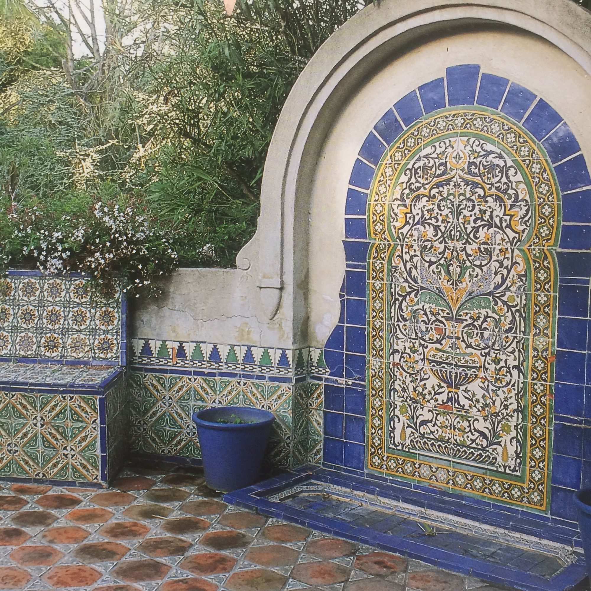 front courtyard fountain under covered porch | FONTES | Pinterest