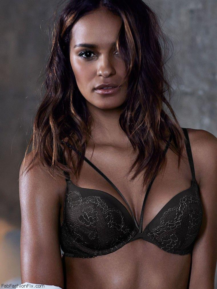 0b0cf54a07 Gracie Carvalho shows off her curves for Victoria s Secret lingerie ...