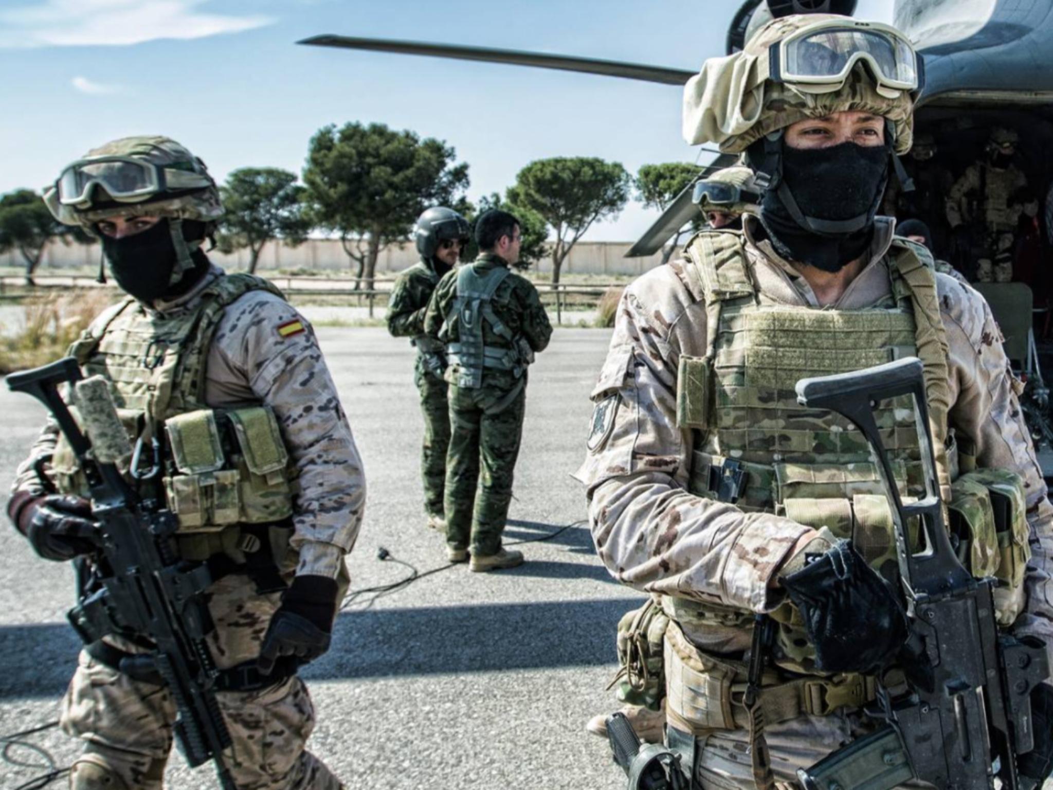 Spanish Special Forces Rapid Reaction Force Conducting A Hostage Exercise In Alecante Spain March 9 2015 Ejercito España Fuerzas Armadas De España Ejercito