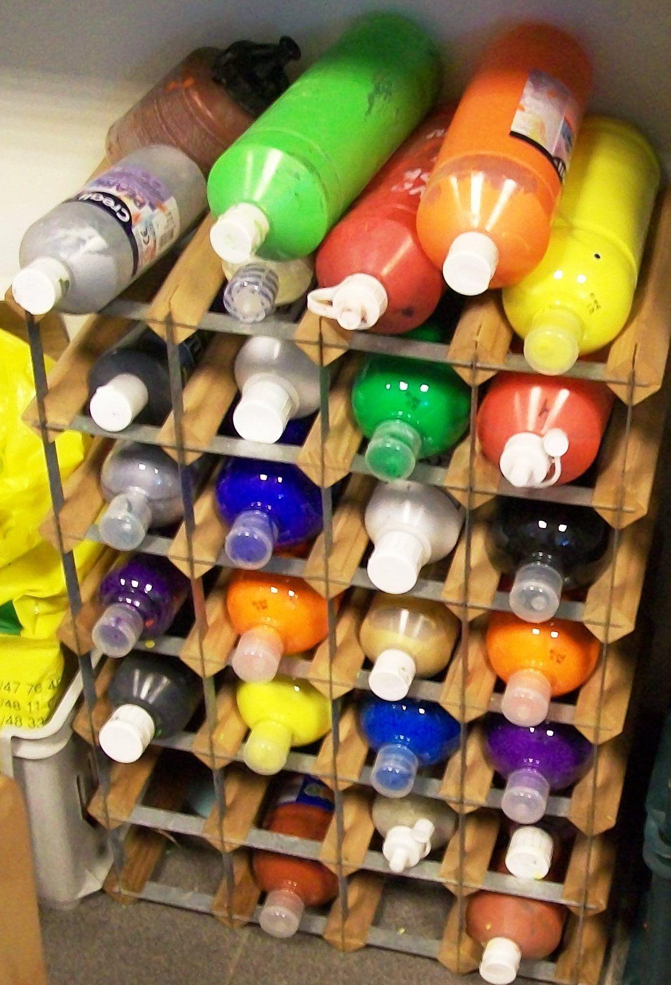 une id e pour ranger et retrouver rapidement les bouteilles de gouache maternelle. Black Bedroom Furniture Sets. Home Design Ideas