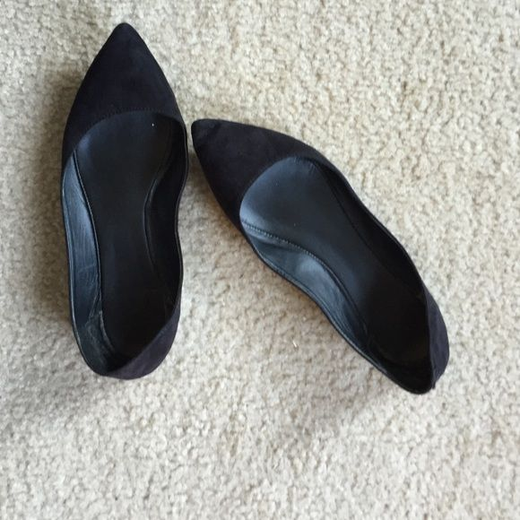 Black pointed flats Black pointed toe flats in good condition- suede fabric. Very lightweight. 3 inches wide at largest point. Shoes Flats & Loafers