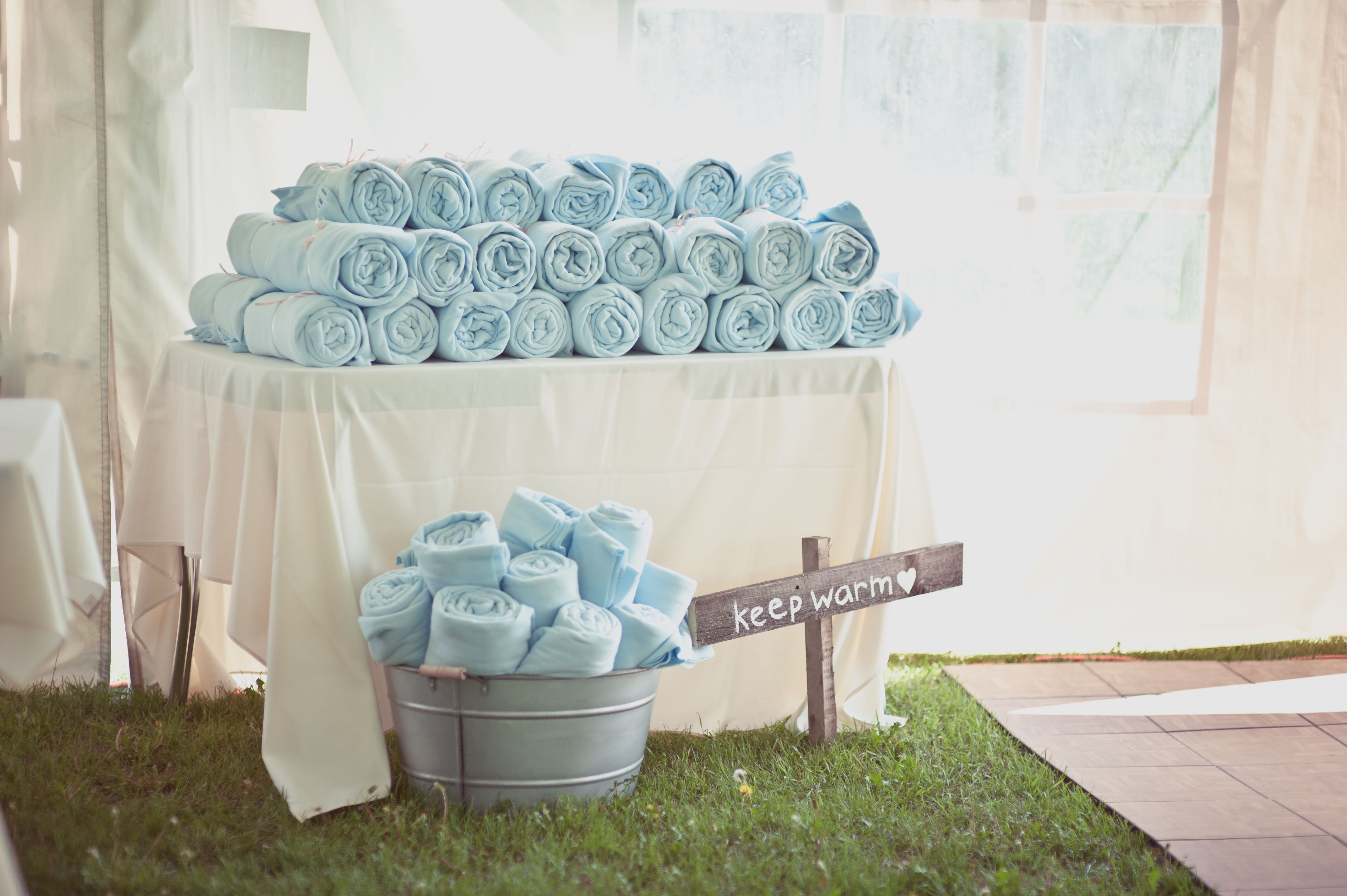 country tent wedding blanket favours - Crimson Chickadee Photography ...