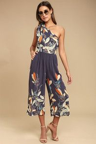f7d0d419be9 Feel the sand on your toes in the Amuse Society Calypso Black Print Midi  Jumpsuit! A black and beige floral print shapes a triangle bodice with wide  straps