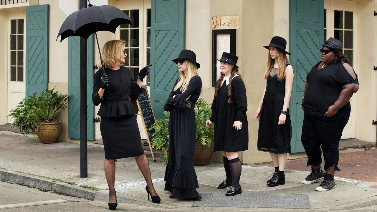 American Horror Story: 25 Behind-The-Scenes Photos That