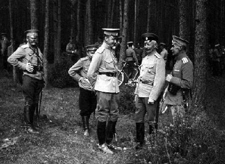 Eversti Mannerheim maastoharjoituksessa
