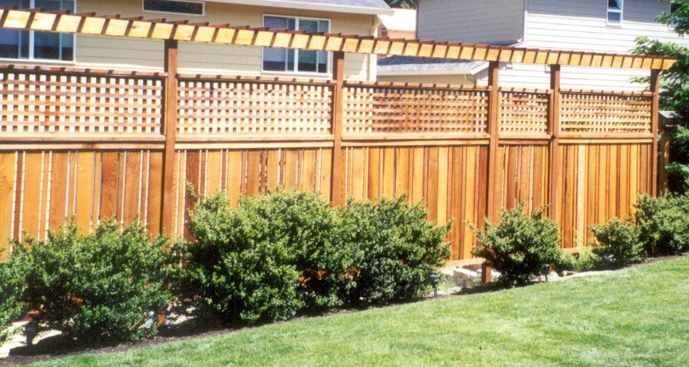 Attractive Trellis Fence Ideas Part - 4: High Fence With Trellis Top