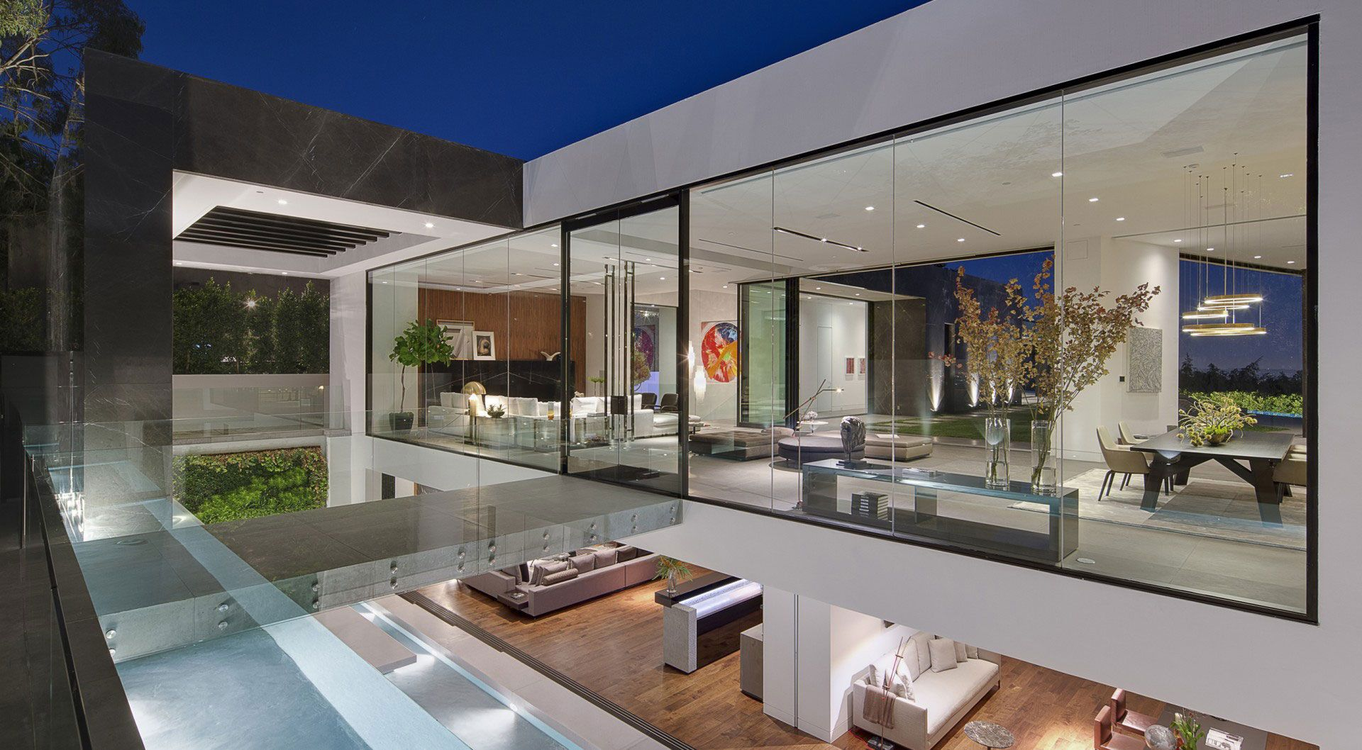 This Hollywood Hills home is located in the fashionable Bird ...