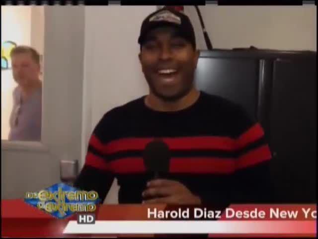Desde Nueva York Con Harold Diaz Preguntas Del Amor Y La Amistad Al Vacilón De La Mañana Video Cachicha Com Mens Tops News Polo Shirt