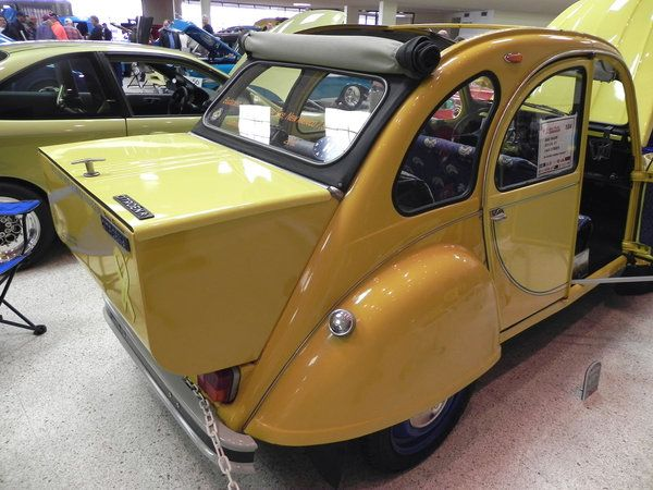 Citroen 2CV with special trunk