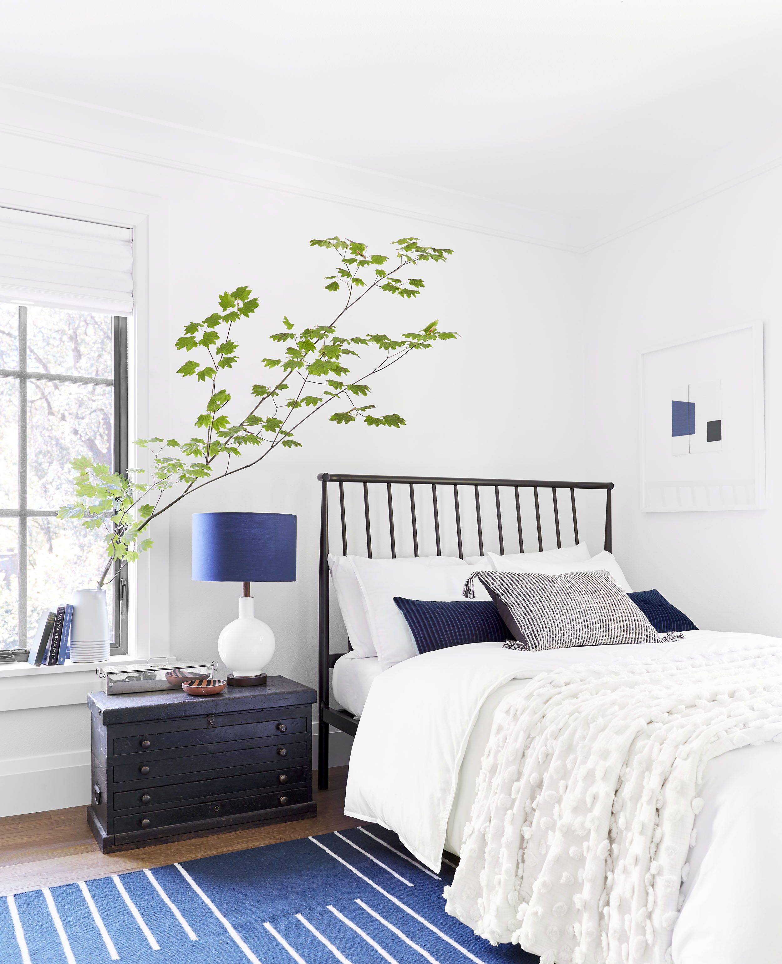 14 Rules To Follow To Design Style The Perfect Bedroom Small Guest Bedroom Guest Bedroom Decor Bedroom Layouts