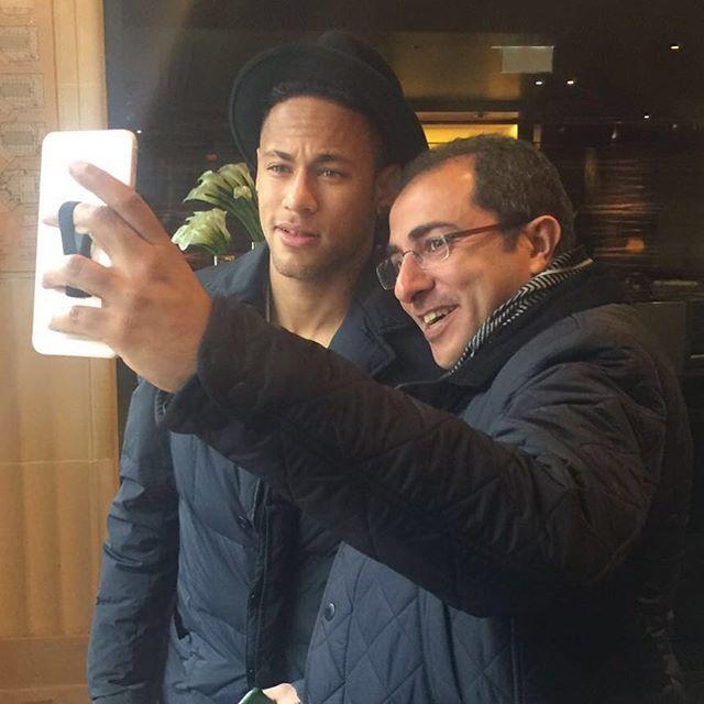 01.03.2016 Neymar & Fan in Paris #repost #instagram @dralbarjas ••• With The one and only Neymar . #Barcelona #barcelonafc #neymar #liga @neymarjr @fcbarcelona #football#kuwait#برشلونه#paris