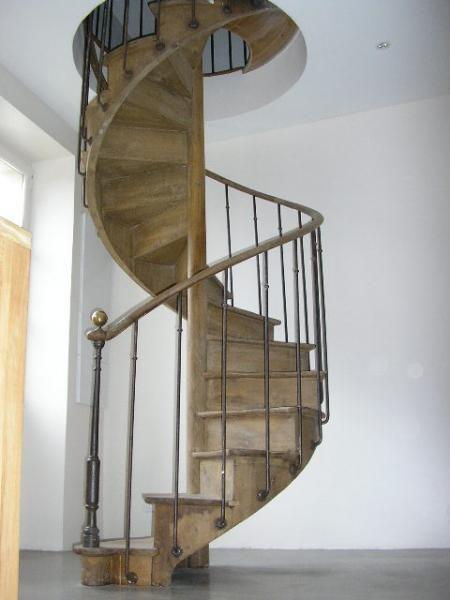 Ancien Escalier Colimacon En Chene Main Courante En Noy Neptune