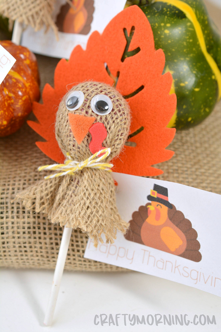 Turkey Lollipop Treats for Thanksgiving - Thanksgiving kids, Thanksgiving school treats, Thanksgiving fun, Thanksgiving turkey craft, Thanksgiving crafts, Thanksgiving gifts - Make some fun turkey lollipop treats for the kids on Thanksgiving! You could set them out on their plates for dinner! Materials Lollipops Burlap fabric Googly eyes Red craft foam Orange felt String Craft felt or foam leaves Low temperature hot glue gun Scissors Printable Thanksgiving tags Instructions 1  Cut out a square of burlap …