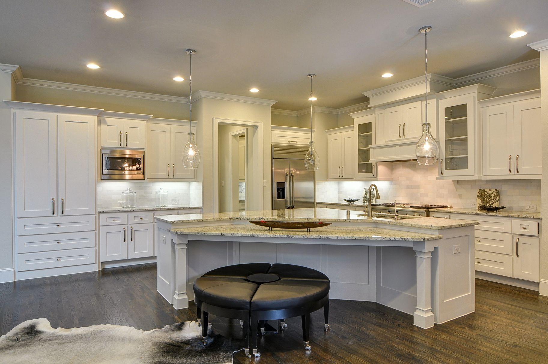 8139 San Leandro Dallas Tx 75218 White Kitchen Cabinets Island With Seating White Kitchen
