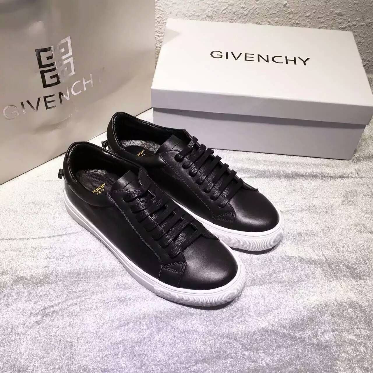 S S 2016 Givenchy Collection Outlet-Givenchy  Paris 17  Black Leather Low  Top Sneakers 62961c14d7