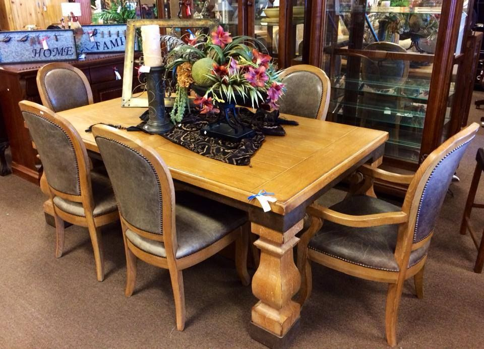 Drexel Heritage Dining Table With Two Leaves Four Wood And Leather Side Chairs Nail Heads Match Armchairs 2999