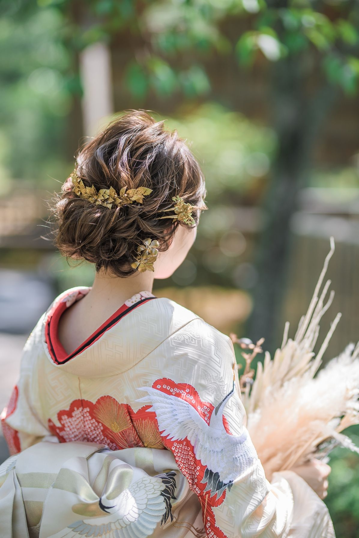 和装花嫁の髪型画像集 結婚式 前撮りの白無垢 色打掛 引振袖に似合うヘアスタイルまとめ 結婚式準備はウェディングニュース 色打掛 髪型 ウェディング ヘアスタイル 花 成人式 髪型 アップ