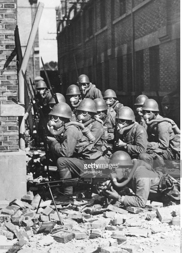 Second Sino Japanese War 1937 1945 Battle Of Shanghai August November 1937 Japanese Soldiers With Gas Masks Taking Cover Be Old Shanghai Old Pictures Shanghai