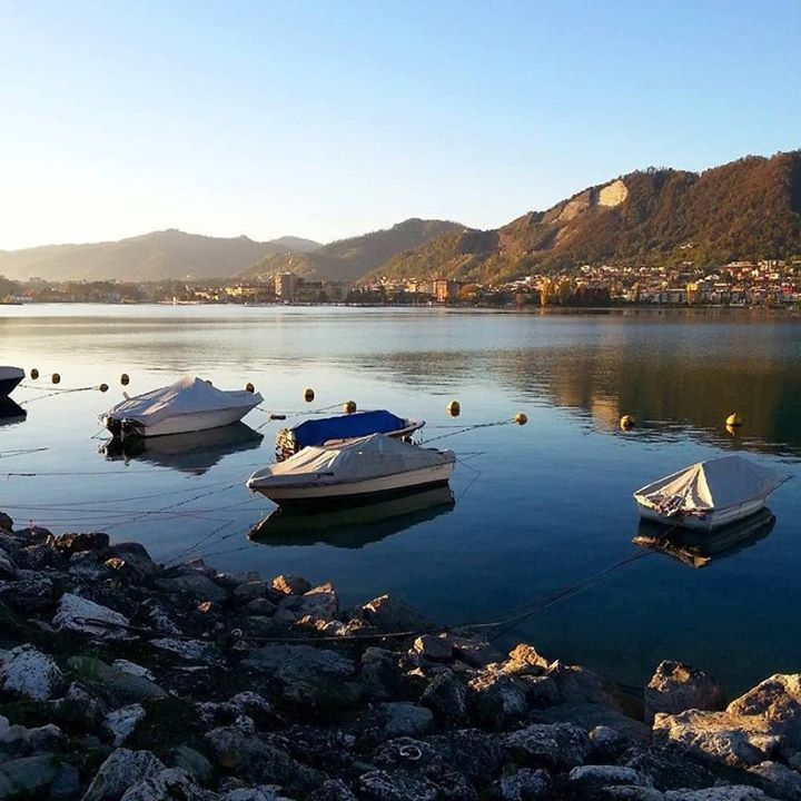 La scelta romantica di @bravialessio è il lungolago di #Paratico in una bella giornata di sole. ...e cosa vuoi di più? Il #lagodiseo è un luogo semplice e sereno. Programma il tuo weekend fuori porta su www.iseolake.it. #visitlakeiseo #inlombardia #theromanticchoice http://ift.tt/2fK9k7r - http://ift.tt/1HQJd81