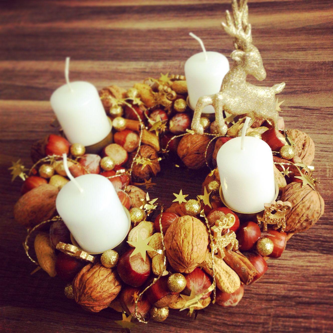 adventskranz mit n ssen und rentieren in gold christmas decoration with nuts and reindeers in. Black Bedroom Furniture Sets. Home Design Ideas