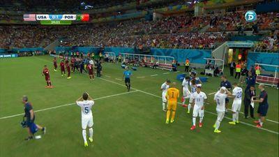 Los jugadores improvisan un 'tiempo muerto' sin orden del árbitro por el calor